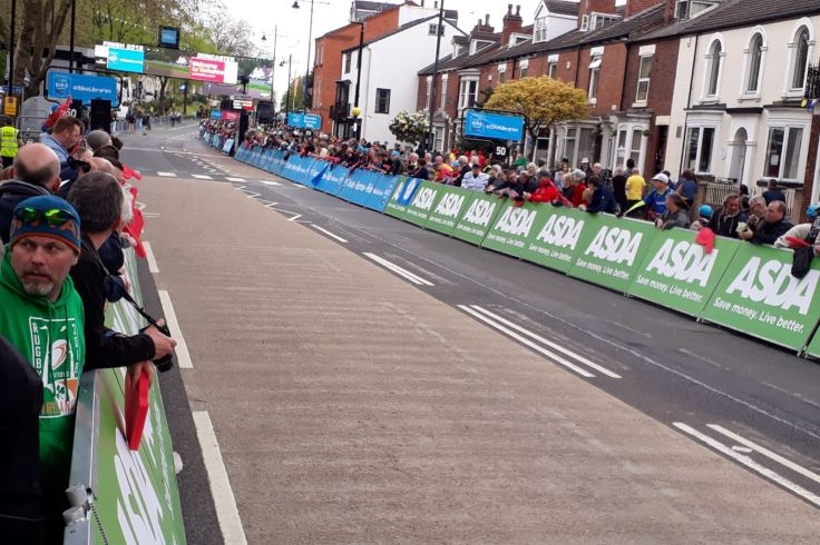 Crowds on the race finish at Bennetthorpe