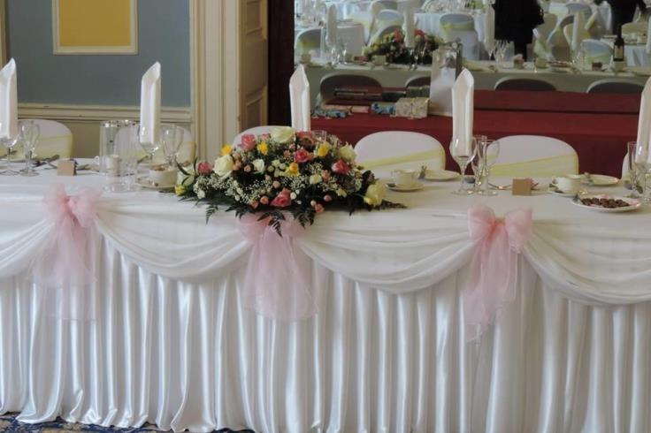 Wedding top table setting