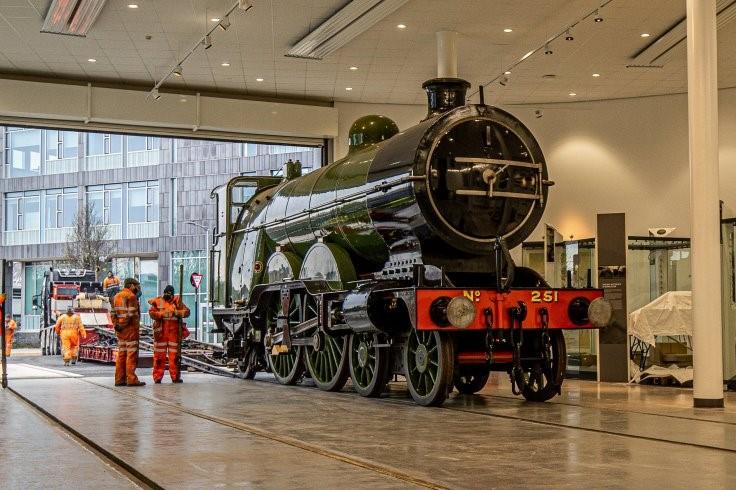 No 251 Locomotive arrives at Doncaster web3