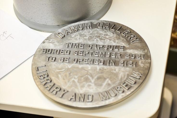 Time capsule lid