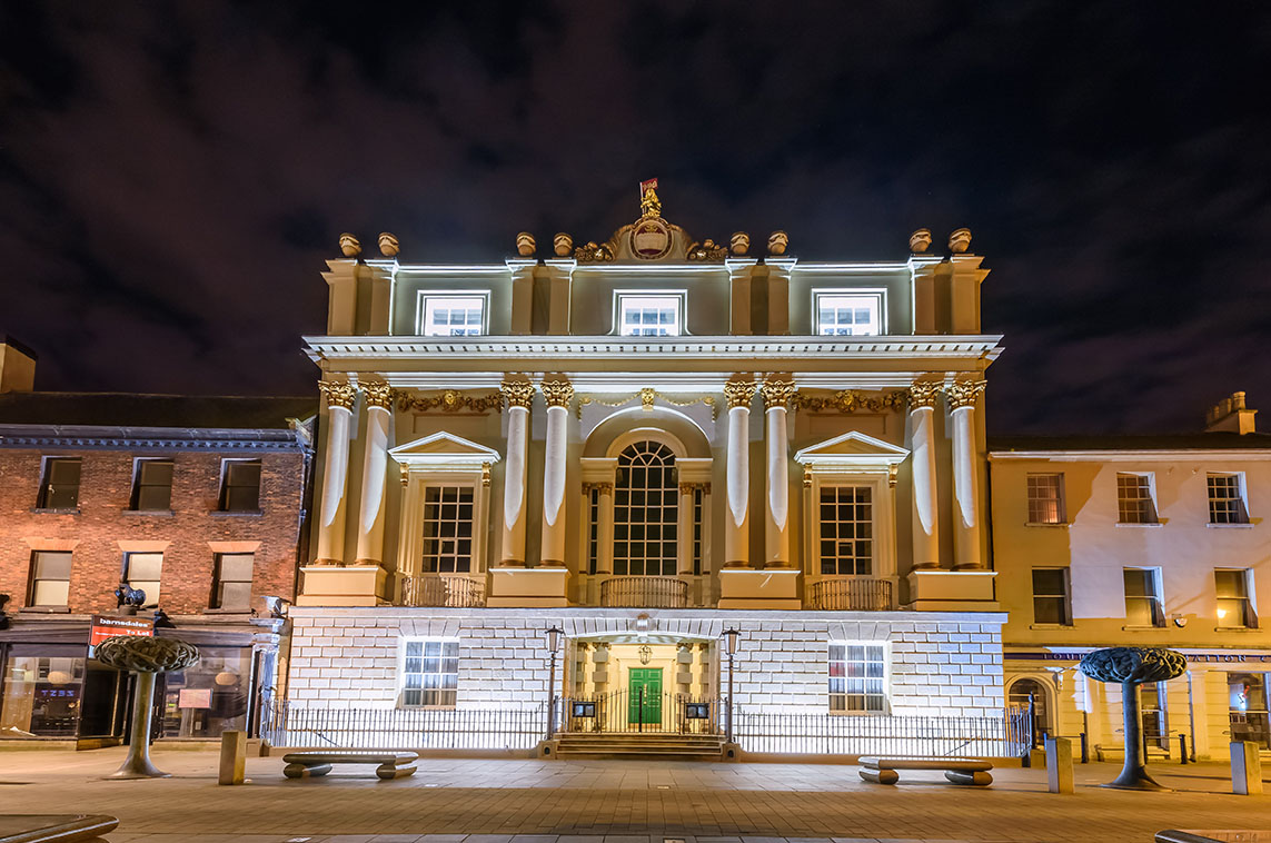 The Mansion House illuminated at night