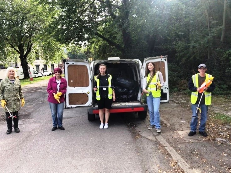 Litter pickers at Conisbrough